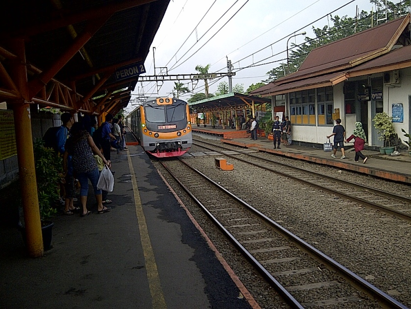 Di Stasiun Pondok Ranji
