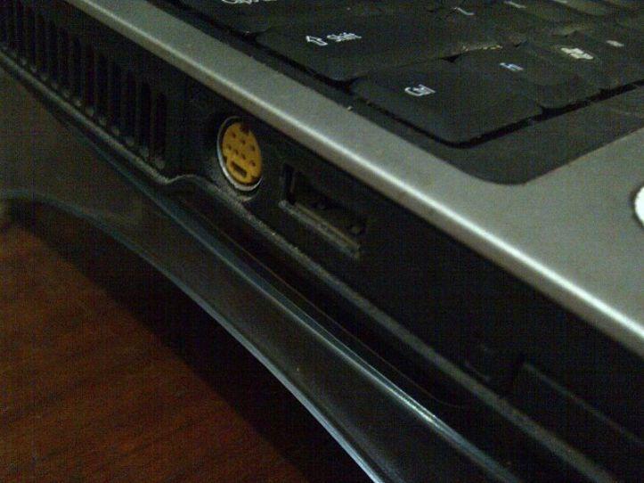 Port USB laptop yang rusak