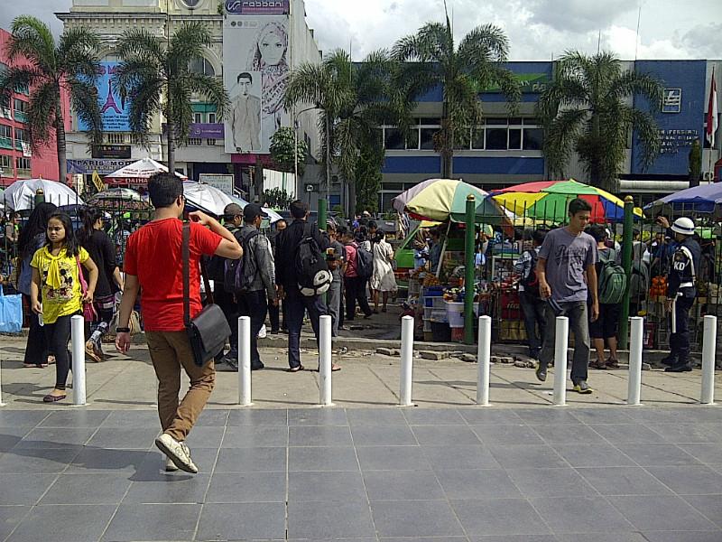 Suasana pintu keluar Stasiun Bogor