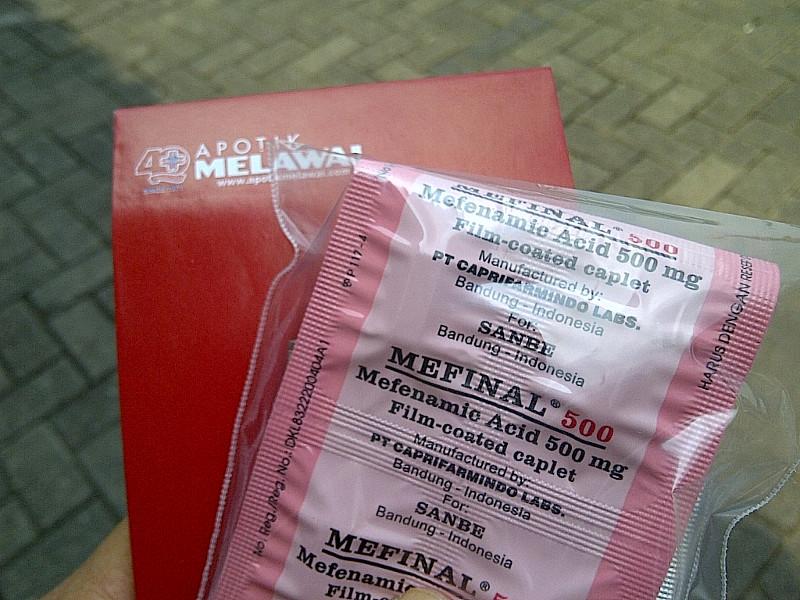 Belanja obat sakit gigi di Melawai mendapat gratis buku catatan.